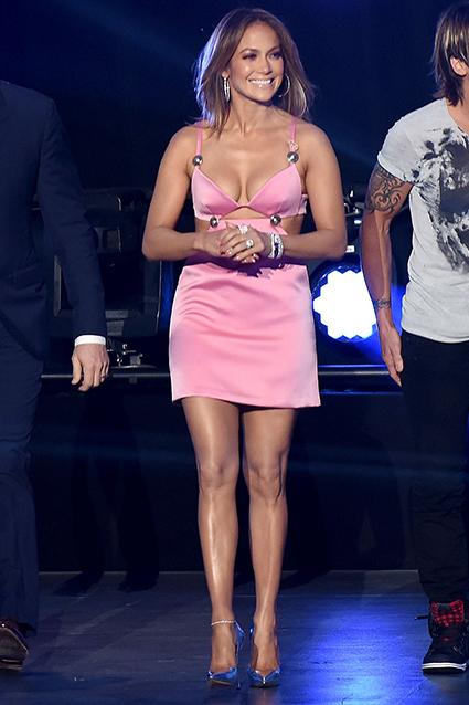 Jennifer Lopez dans une robe rose sexy 'American Idol' | des belles robes pour des filles